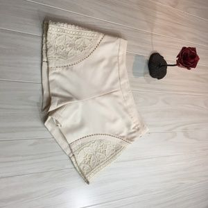 ❣️ The Impeccable Pig White Women's Shorts Crochet
